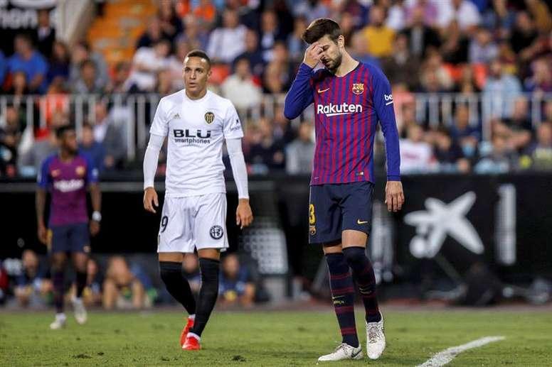 Piqué fue insultado en Mestalla. EFE