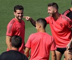 Real Madrid; Sergio Ramos (d) y Nacho Fernández (i), durante un entrenamiento. EFE/Archivo