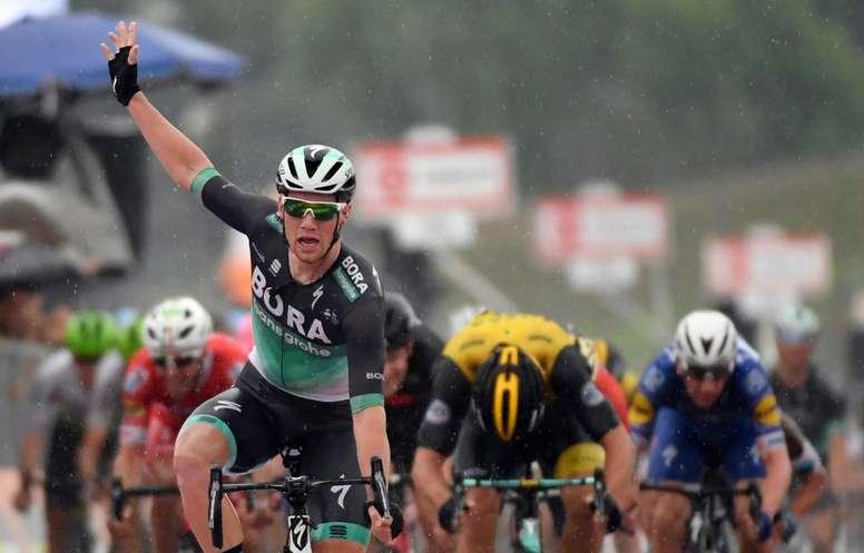 El ciclista irlandés Sam Bennett (i) del equipo alemán Bora-Hansgrohe. EFE/Archivo