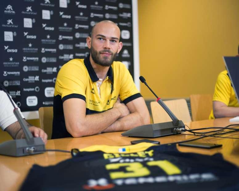 Fotografía facilitada por Iberostar Tenerife del internacional belga Pierre-Antoine Gillet,durante su presentación oficial como nuevo jugador del club. EFE