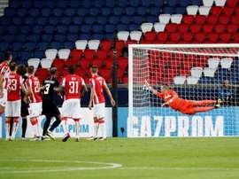 El PSG-Estrella Roja sigue en el punto de mira. EFE/Archivo