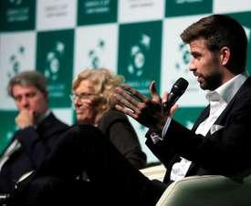 El futbolista Gerard Piqué (d), fundador y presidente de la empresa Kosmos, durante el acto de presentación de Madrid como sede de las próximas dos ediciones de la Copa Davis. EFE