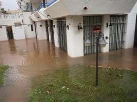El fútbol en Valencia debe parar por la lluvia. EFE