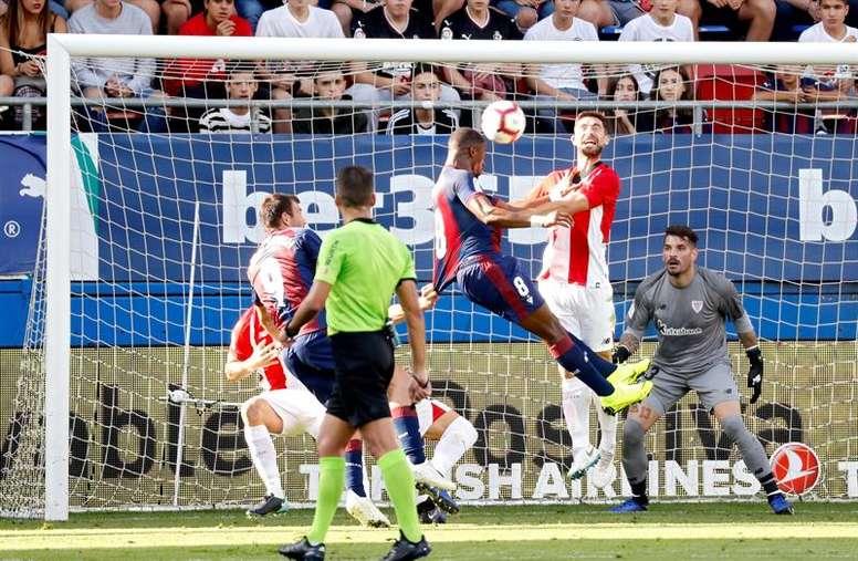 Eibar y Athletic igualaron en un entretenido partido. EFE
