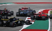 El piloto alemán de la escudería Ferrari Sebastian Vettel (d) en acción durante el Gran Premio de Estados Unidos en el circuito de Las Américas en Austin, Texas, Estados Unidos, el 21 de octubre del 2018. EFE
