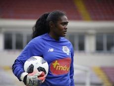 Yenith Bailey quería ser como Ronaldinho, pero acabo siendo portera. EFE