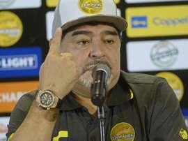 Maradona criticó duramente al árbitro. EFE
