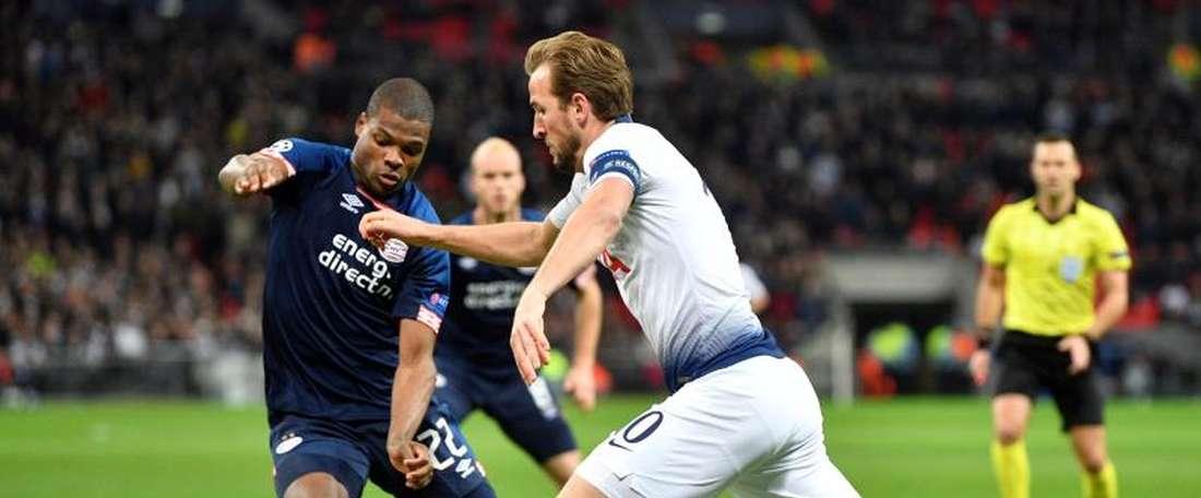 L'AC Milan toujours à fond sur Denzel Dumfries. EFE