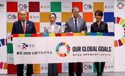 Bill Gates (2-d), copresidente de la Fundación Bill y Melinda Gates; posa con Yoshiro Mori (i), presidente del Comité Organizador de los Juegos Olímpicos y Paralímpicos de Tokio; Tomoko Ukishima (2-i), ministro de Estado de Educación, Cultura, Deportes, Ciencia y Tecnología; y Yuko Arimori (d), dos veces medallista de maratón olímpico. EFE