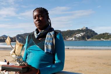 La atleta hispano-cubana Niurka Montalvo, campeona del mundo de salto de longitud en 1999, durante la rueda de prensa del Festival Internacional de Cine de Atletismo. EFE