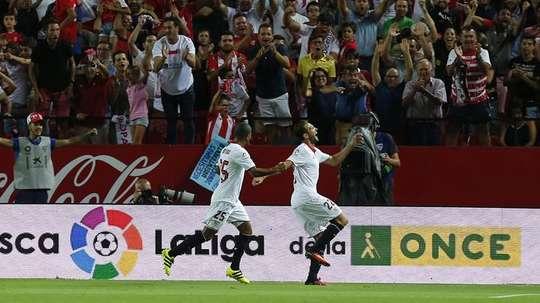 Sevilla y Espanyol se miden por la segunda posición en la tabla. EFE/Archivo