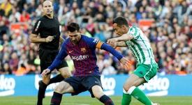Messi volvió a los campos ante el Betis. EFE