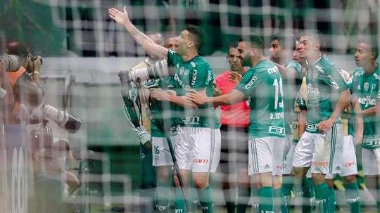 Palmeiras busca aumentar su ventaja en este Brasileirao. EFE