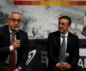 El presidente del Comité Olímpico Español Alejandro Blanco (i), y Jose Hidalgo (2i), presidente de la Asociación del Deporte Español, durante la presentación de la Oficina de Estrategia Internacional del Deporte.- EFE