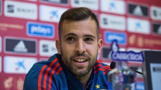 El defensa de la selección española de fútbol Jordi Alba durante la rueda de prensa posterior al entrenamiento realizado hoy en la Ciudad del Fútbol de Las Rozas, para preparar el partido de la Liga de Naciones contra Croacia, el jueves 15 en Zagreb. EFE
