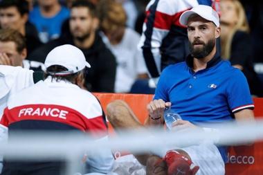El francés Benot Paire en un descanso del partido ante el español Pablo Carreño correspondiente a las semifinales de la Copa Davis. EFE/Archivo