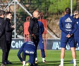 Cardoso habló con algunos jugadores personalmente. EFE