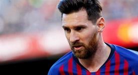 Figo défend Messi. EPA