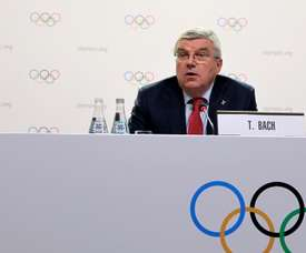 El presidente del Comité Olímpico Internacional (COI), Thomas Bach, ofrece una rueda de prensa el pasado mes de octubre para anunciar que las ciudades de Calgary (Canadá), Milan-Cortina dAmpezzo (Italia) y Estocolmo (Suecia) fueron seleccionadas como candidatas para organizar los Juegos Olímpicos de Invierno de 2026. EFE