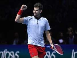 El tenista austriaco Dominc Thiem celebra la victoria después de su partido ante el japonés Kei Nishikori de la ronda de todos contra todos de las finales ATP de Londres en el O2 Arena de Londres, Reino Unido. EFE