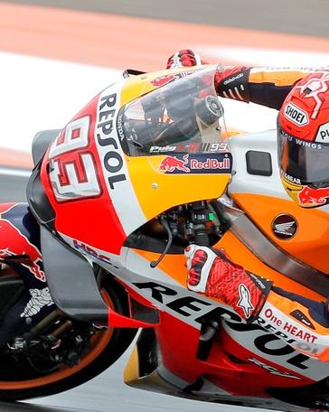 El Campeón del Mundo de Moto GP, el piloto español Marc Márquez, durante la primera sesión de entrenamientos libres del Gran Premio de la Comunidad Valenciana, que se disputa este fin de semana, en el Circuit Ricardo Tormo. EFE