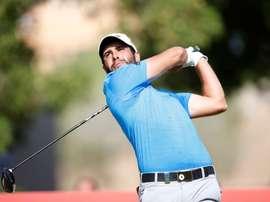El golfista español Adrian Otaegui golpea la bola durante la segunda manga del campeonato DP World Tour Championship, torneo del Circuito Europeo, que se disputa en el Jumeirah Gof Estates de Dubái (Emiratos Árabes Unidos) hoy, 16 de noviembre de 2018. EFE