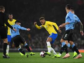 Brazil's Neymar vies for the ball with Uruguay's Lucas Torreira. EFE