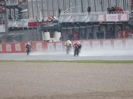 Varios pilotos durante una sesión de entrenamiento hoy en el circuito Ricardo Tormo en Cheste (Valencia). EFE