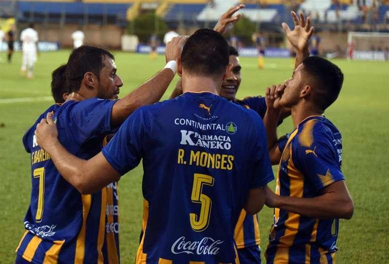 Santaní y Sportivo Luqueño continúan adelante. EFE/Archivo