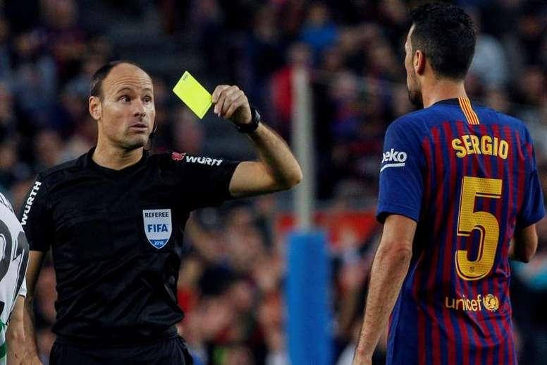 Mateu Lahoz arbitrera la rencontre Dortmund-PSG. EFE