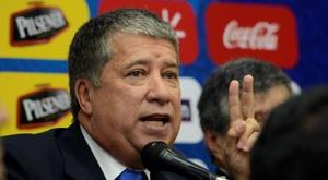 Le sélectionneur de l'Equateur reste 45 secondes en conférence de presse. EFE/Archive