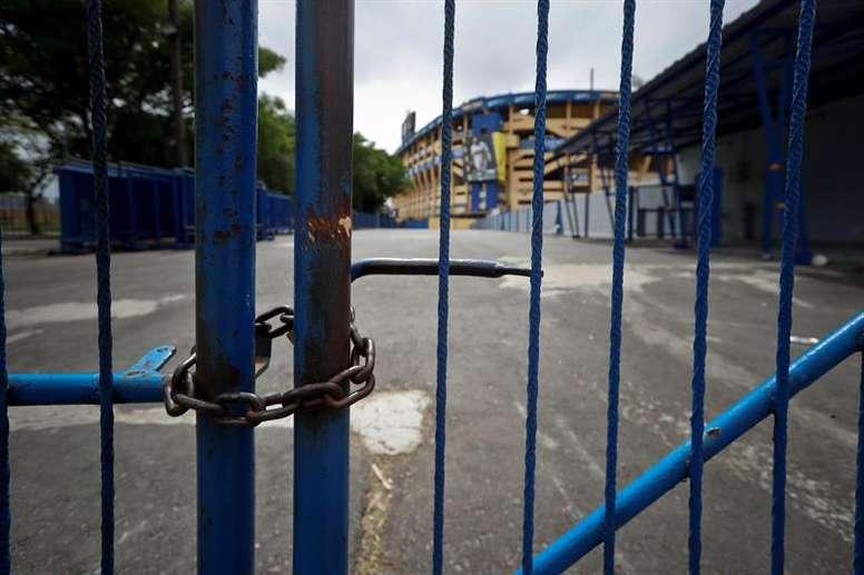 La policía reabrió el estadio tras verificar la ausencia de peligro. EFE