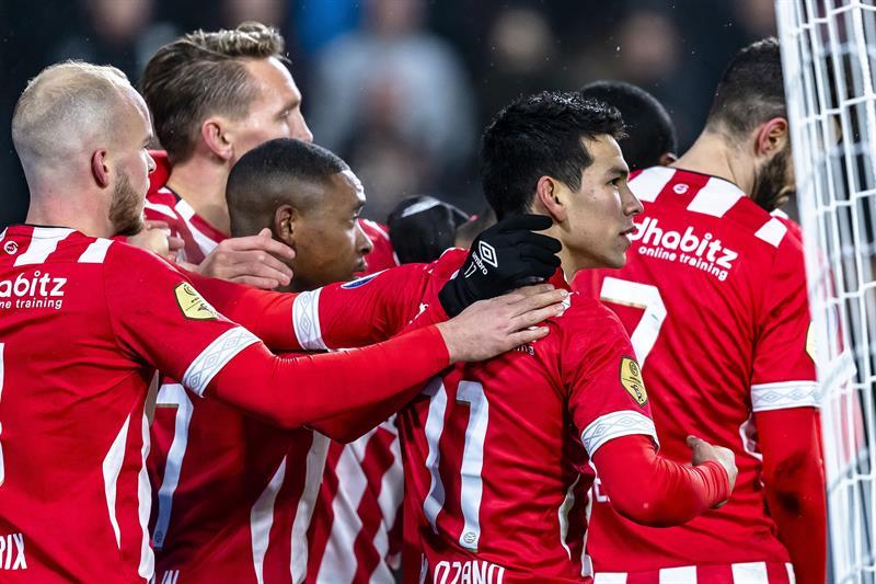 Dos goles y una asistencia en goleada del PSV — Hirving Chucky Lozano