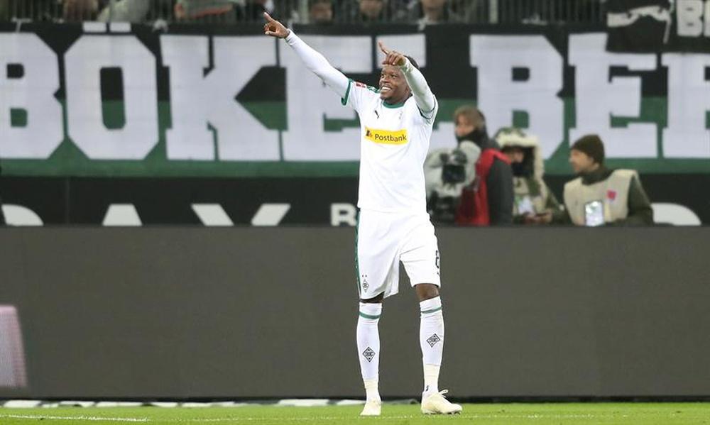 Mourinho não esquece do meio de campo: quer Zakaria. AFP