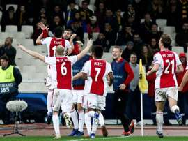 El Ajax certificó su pase a los octavos de final. EFE