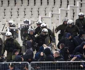 AEK and Ajax fans clashed with riot police on Tuesday. EFE