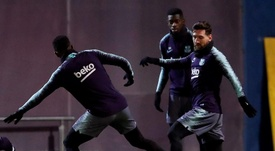 Plaga de lesiones en el Camp Nou. EFE