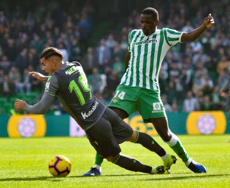 Carvalho se cae de la lista del Betis para Mestalla. EFE