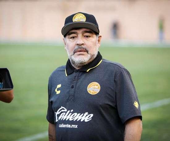 Maradona se llevó un duro correctivo. EFE