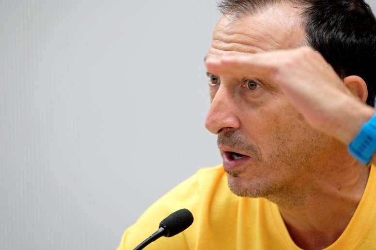 El entrenador del Herbalife Gran Canaria, Salva Maldonado, en un momento de la rueda de prensa que ofrece hoy en Las Palmas, previa al partido que su equipo disputa esta semana en la Euroliga contra el Armani Exchange Olimpia Milán. EFE