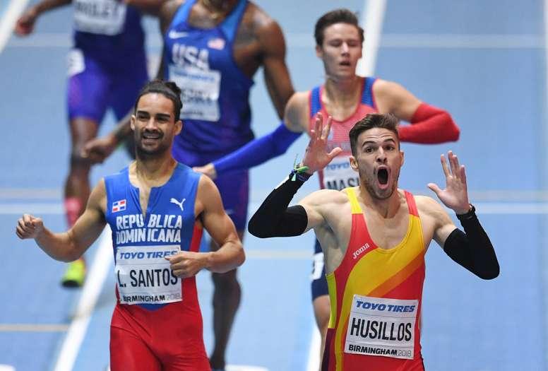 Oscar Husillos cruza la línea de meta en la final de 400 metros de los Mundiales de atletismo de Birmingham. EFE/Archivo