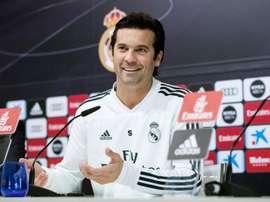 Solari a montré sa bonne humeur en conférence de presse. EFE