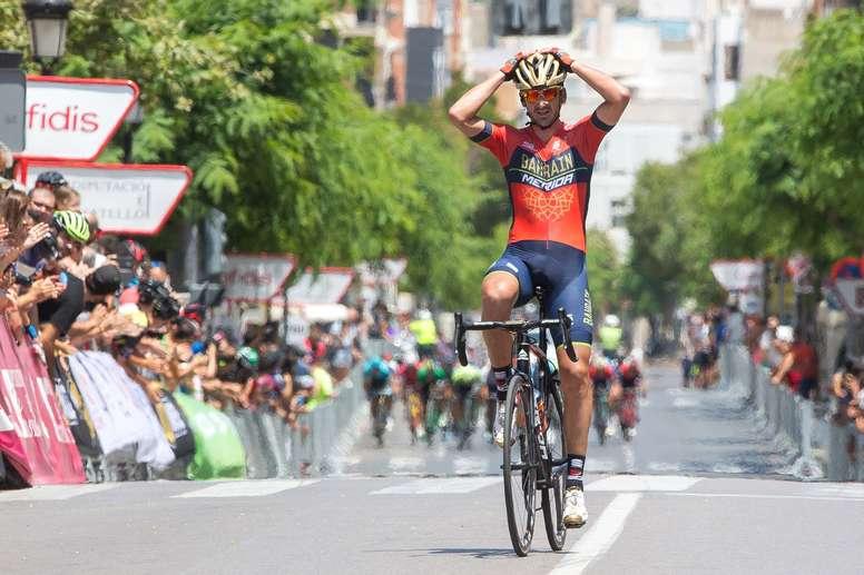 El ciclista Gorka Izaguirre entra en meta en el Campeonato de España de Ciclismo en ruta venciendo en solitario, el pasado mes de junio. EFE/Archivo
