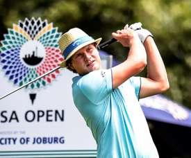 El golfista finlandés Tapio Pulkkanen durante el Abierto de Golf de Sudáfrica en el club de golf Randpark en Johannesburgo (Sudáfrica). EFE