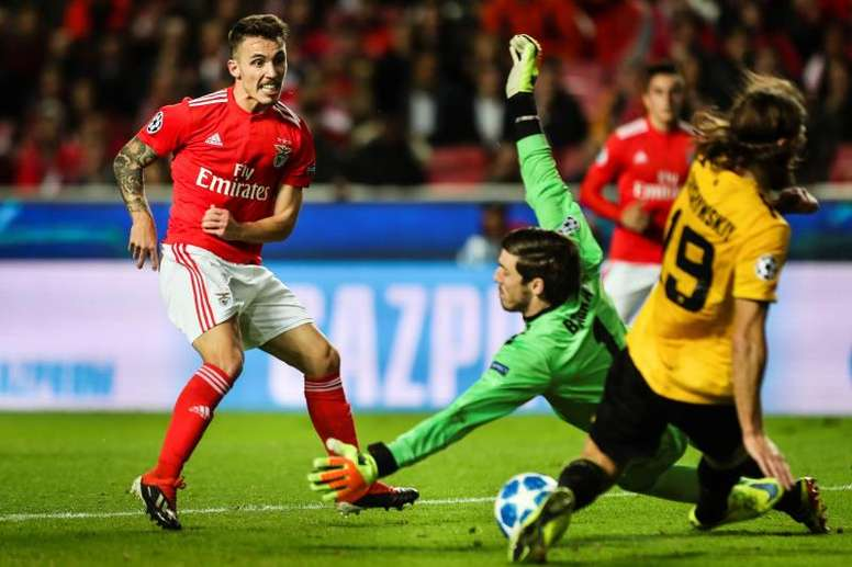Grimaldo (L) has been praised by Benfica's sporting director. EFE