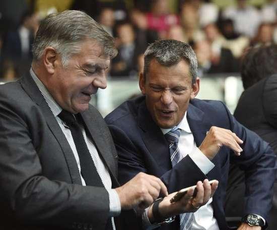 El director ejecutivo dice adiós orgulloso de los éxitos del fútbol inglés. EFE
