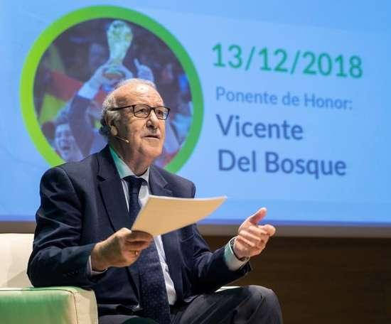 Del Bosque dejó a un lado el mundo del fútbol. EFE