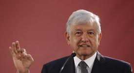 López Obrador felicitó al América y animó a Cruz Azul. EFE