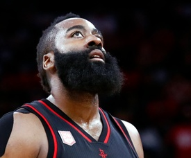 En la imagen, e jugador James Harden de los Rockets de Houston. EFE/Archivo