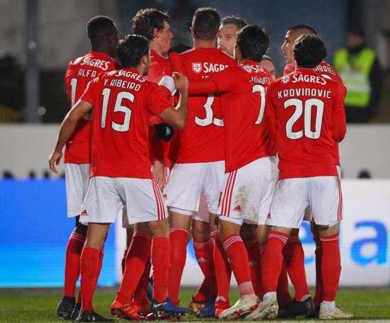 O Benfica assaltou o Dragão e é agora líder. EFE